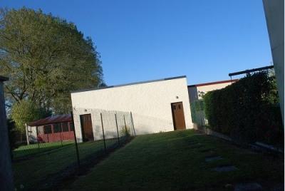 SECTEUR Saint MAXENT Maison en briques comprenant cuisine, séjour, salle d'eau, WC. A l'étage: palier, d ...