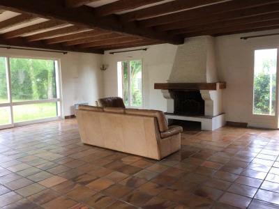 ANDERNOS, au calme et au sein d'un jardin arboré de plus de 800m², maison de plain pied de 125m². Elle  ...