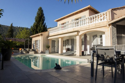 Villa - 145 m² - 659 000 euros