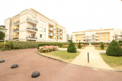 Investment property apartment Elancourt