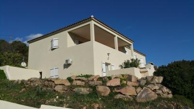 Villa récente comprenant 3 appartements plaine de Péri