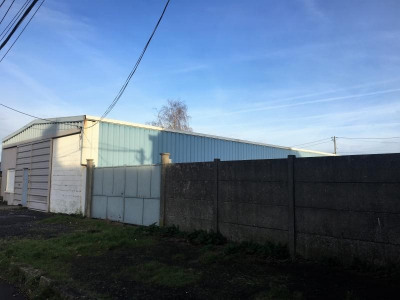 Hangar + terrain à bâtir