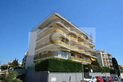 Nice cimiez - un 3 pièces avec balcon- terrasse e