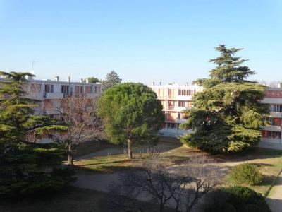 Avignon Extra-Muros -T4 en dernier étage avec balcon sans vis à