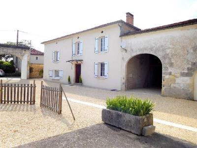 Charente house 6 rooms Entre Cognac et Saintes