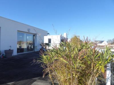 Vue panoramique sur les toits rochelais: terrasse