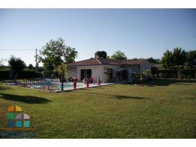 Maison de 2013 avec piscine 4 X 8 au sel et chauffée