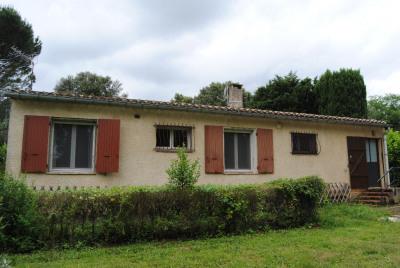 Villa de plain pied sur 2.000m² avec garage et abri bois