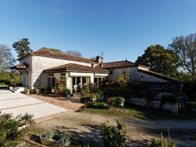 Au Sud d'Agen, magnifique ferme de 250 m² entièrement rénovée