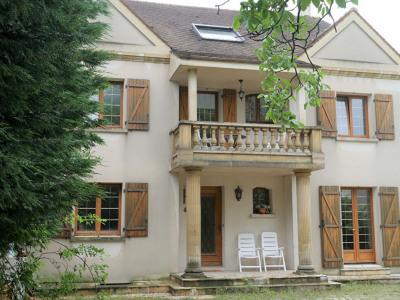 Villa de charme sur 950m² de jardin paysagé