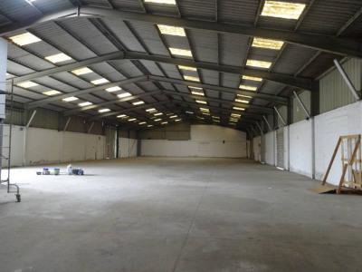 Entrepôt 1000 m² sortie a7 avignon nord