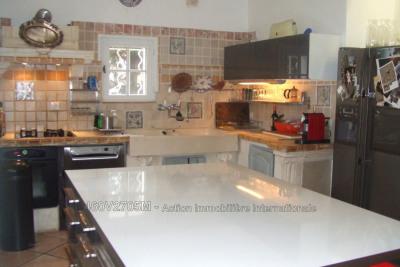 ARLES quartier mouleyres maison de charme 110 m² offrant un es