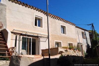 Coquette maison en pierres avec garage, terrasses et jardin clos