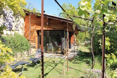 Villa écologique au calme sur grand terrain