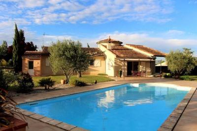 Maison plain pied T5 calme jardin plat arboré et piscine