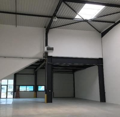 Location Local d'activités / Entrepôt Tigery