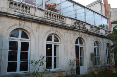 A vendre la rochelle maison bourgeoise avec jardin