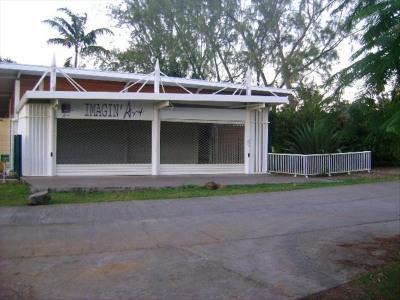 Local commercial ou professionnel de 230 m² avec sanitaires
