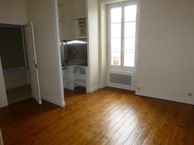 Rental apartment Saint-jean-d'angély 300€ CC - Picture 1