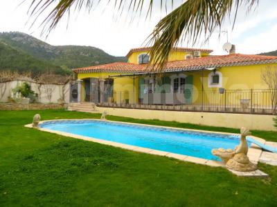 Villa T6 provençale 183 m² avec piscine