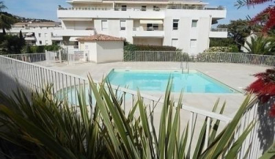 Appartement T2 EN REZ-DE-JARDIN dans résidence avec piscine