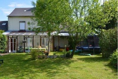 SECTEUR OISEMONT Maison comprenant au rez-de-chaussée entrée, séjour lumineux avec cheminée, salle d'eau ...
