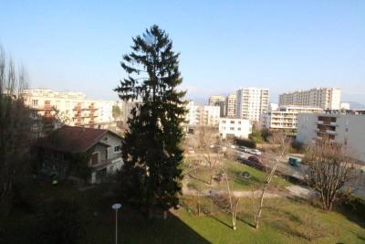 GRENOBLE T3 de 72m² en étg. avec asc, balcon, vue, et pos