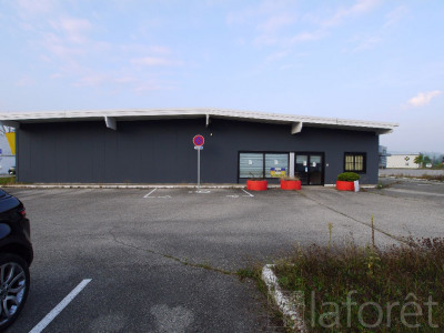 Location local commercial Morestel