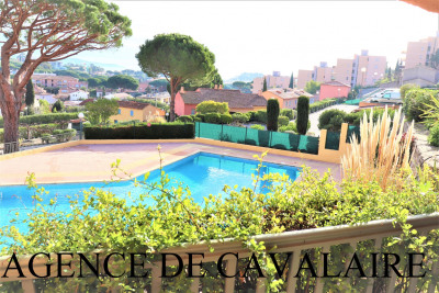 Appartement T 2 à Cavalaire avec vue mer et piscine