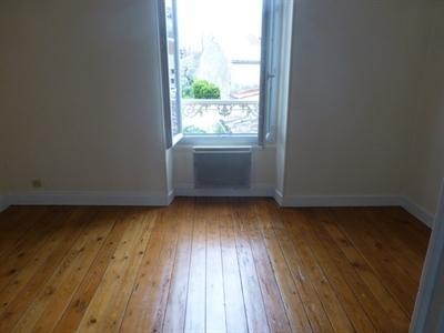 Rental apartment Saint-jean-d'angély 300€ CC - Picture 3