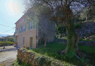 Maison en pierre avec terrain