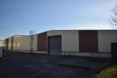 Bureaux, Entrepôt à louer de 3030m²