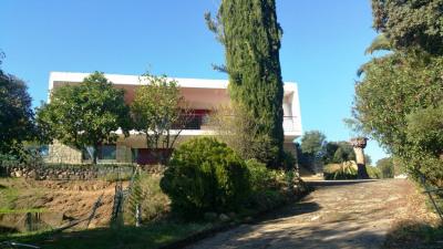 Villa de 140 m² + 140 m² en R-de-jardin, à rénover Pl de St Jean