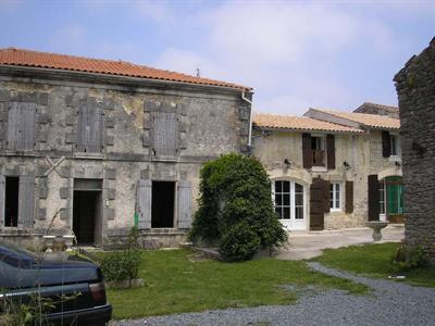 Sale house / villa Loulay 143700€ - Picture 2