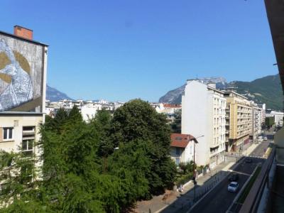 T1 de 36 m² avec balcon et vue dégagée - Devant le Lycée MOUNIER