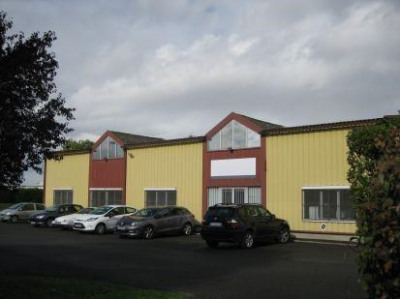 Location Local d'activités / Entrepôt Ormes 0
