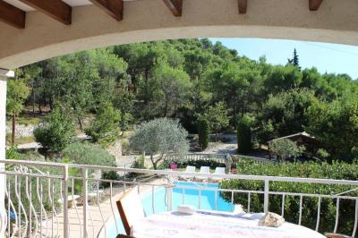 Très belle maison avec piscine dans la campagne de Rognes