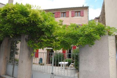 Belle et grande maison du village