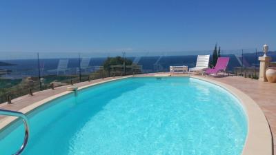 Villa avec piscine superbe vue mer, 8 couchages pour 15j mini