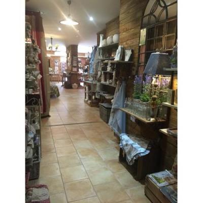 Location Boutique Salon-de-Provence 0