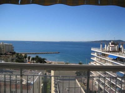 CENTRE ST RAPHAËL à 500m des plages, dans résidence de standing, T2/3 de 64m² entièrement rénové au 8ème  ...