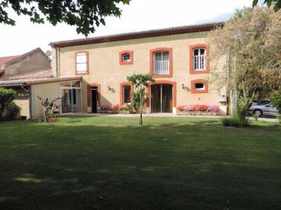 Belle maison de campagne sur 1 hectare avec dépendances