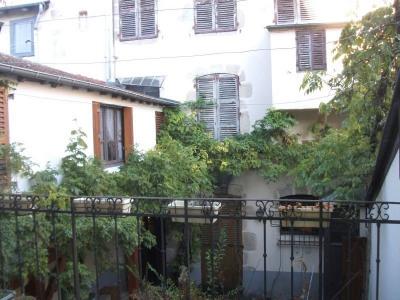 Maison bourgeoise de ville avec garage et cour