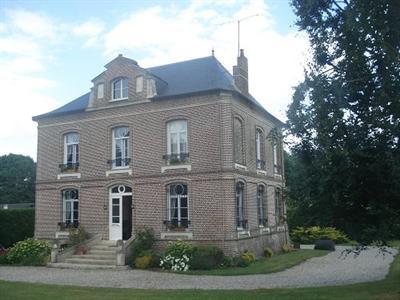 Sale house / villa Aumale 340000€ - Picture 1