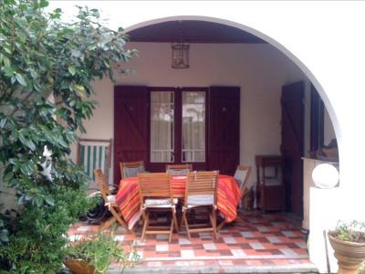Andernos exclusivité, côté bassin, cette authentique maison basque vous réservera la surprise d'un enviro ...