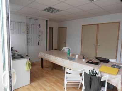 Immeuble de rapport avec logement, bureau et entrepôt