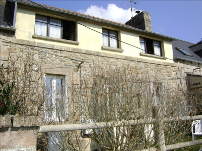 Stone-built property 3 rooms, 75 m² - Le Vieux Marche (22420)