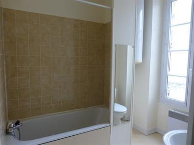 Rental apartment Saint-jean-d'angély 300€ CC - Picture 4