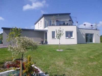 Maison moderne avec toit terrasse en centre bourg
