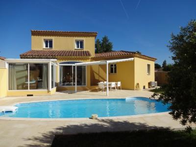 Villa avec piscine quartier résidentiel